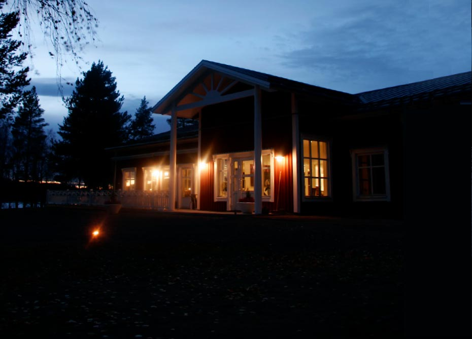 <h3>LODGING, MEALS &amp; BAR</h3> <p>Sörbyn Lodge offers accommodation in cabins and hotel. The lodge is well known for its culinary dishes at Restaurant Kallkällan that also holds the reception, bara and lounge area.</p> <p><a class=btn-squared href=../../../en/accommodation-restaurant>Show me more about the lodging</a></p>